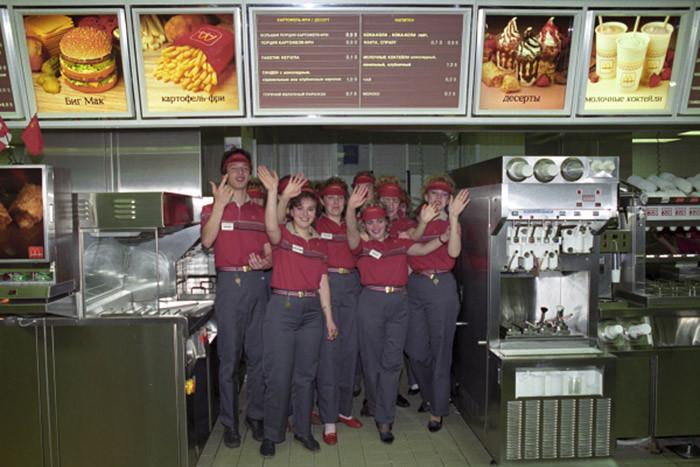 История российского ресторана началась на Олимпиаде в Монреале в 1976 году, когда основателю местной сети ресторанов Джорджу Кохону удалось встретиться с делегацией СССР и начать переговоры.