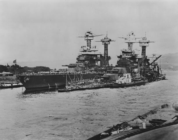 За 90 минут, нападения на Перл-Харбор японцы потопили четыре линейных корабля и два эсминца, уничтожили 188 самолетов, а еще больше зданий, кораблей и самолетов повредили (два из линкоров были позднее подняты и вернулись в строй). 2400 американцев были убиты во время нападения, а еще 1250 получили ранения.