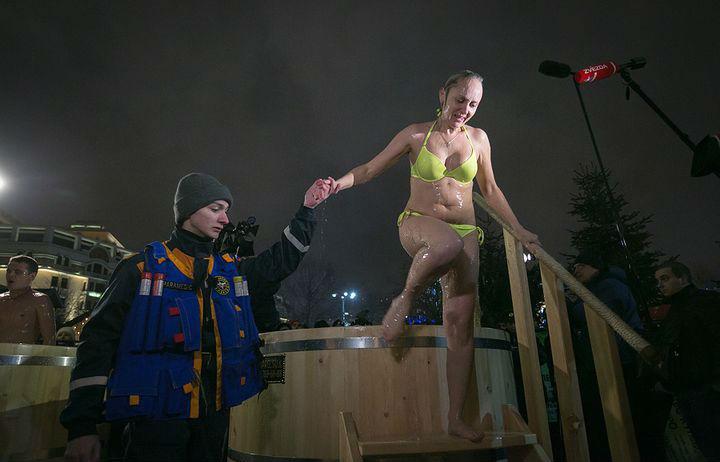 Крещенские купания в России
