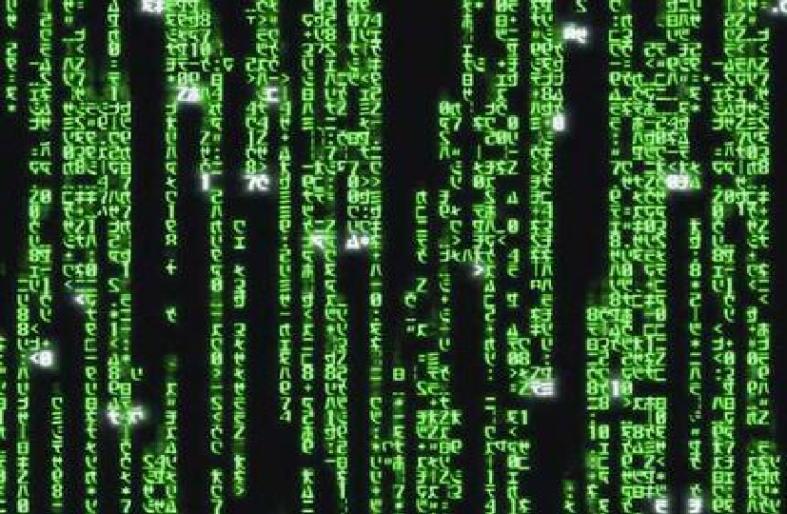 В фильме все сцены с экранами компьютеров (за исключением компьютера Нео) показывают код Матрицы с цифрами, перевернутыми буквами и слогами японского алфавита – катаканами.
