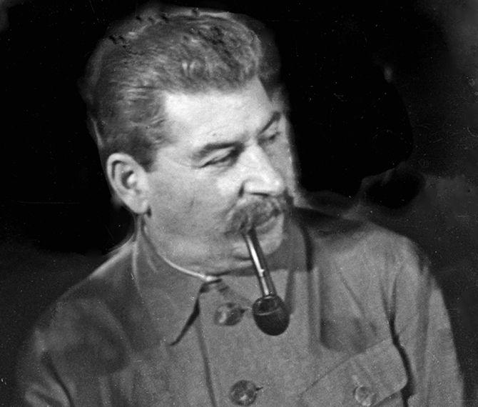 О смерти Сталина до сих пор ходит много слухов и домыслов, намекающих на насильственную смерть вождя, заговор и причастность к нему его ближайшего окружения.