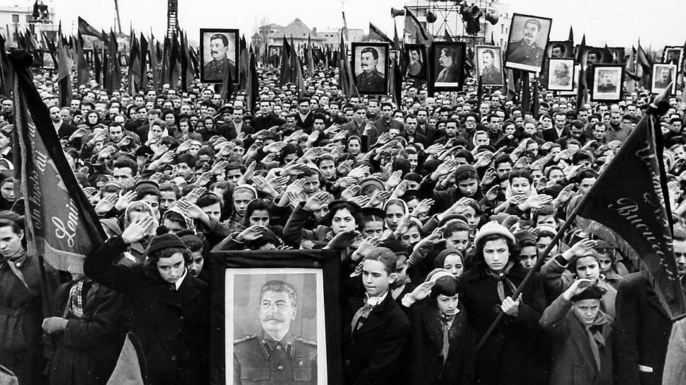 Cмерть Сталина ознаменовалась сотнями, если не тысячами смертей в давке на пути к Колонному залу.