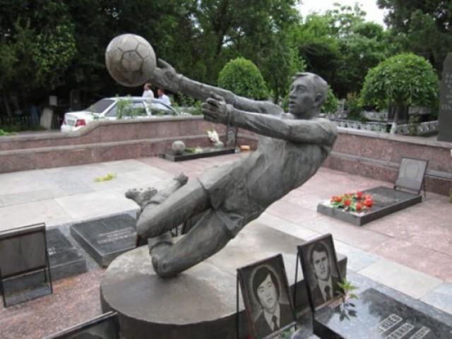 Памятник Пахтокору